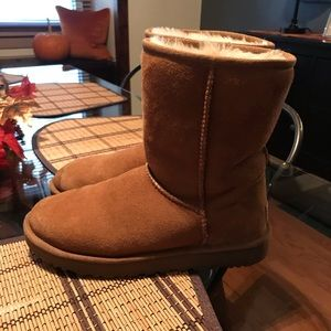"Women's UGG classic ""short"" boots size 8"